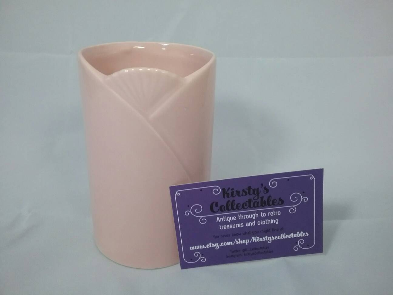 Pink vase. Dartmouth Devon England D952. Art deco simple vase. Vintage.