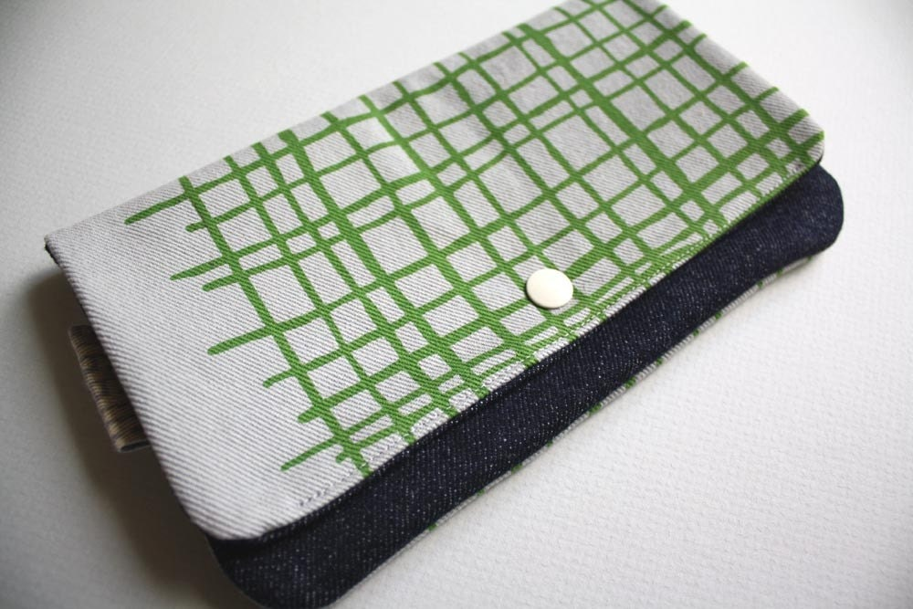 SALE - Medium Pouch - Printed Green Weave on Gray