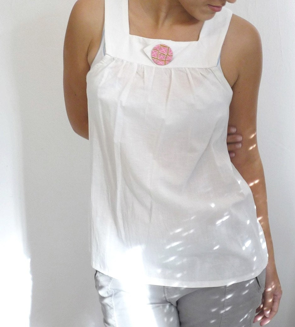 Sweet top with a hand made button - cream