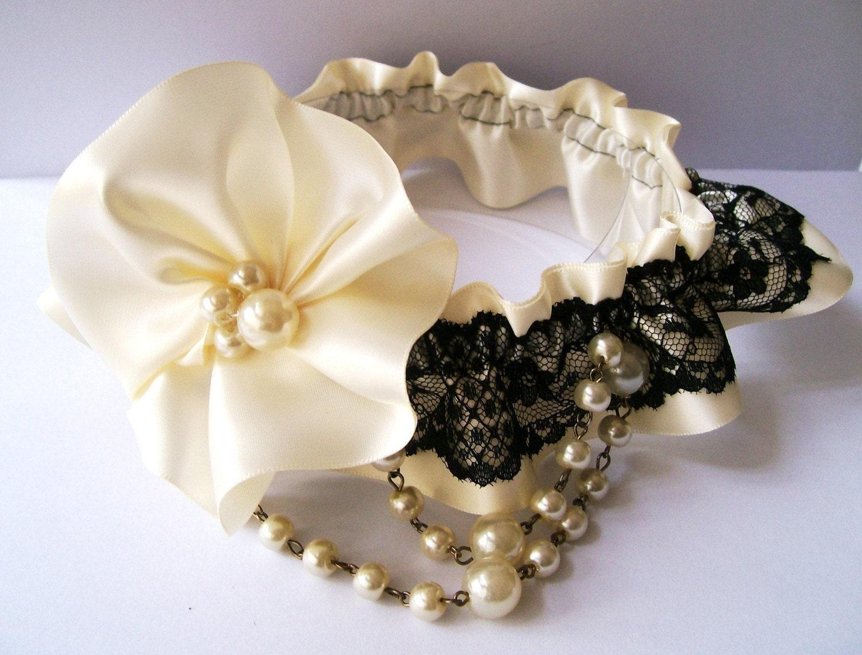 SINGLE GARTER - Sexy Ivory Satin Pearl Black Lace Garter Set