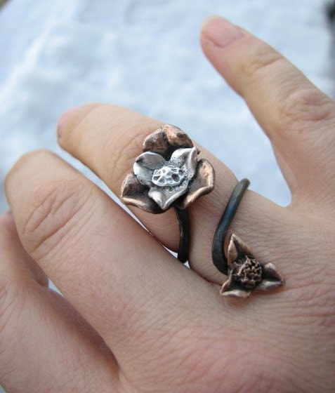 ring crafted from metal in the shape of flowers