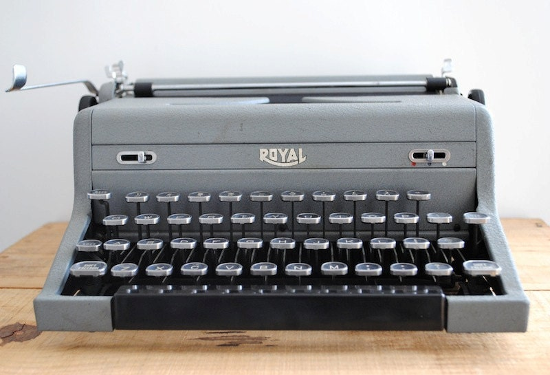 Vintage Typewriter - Grey Royal Arrow Portable Typewriter - labiblioteca