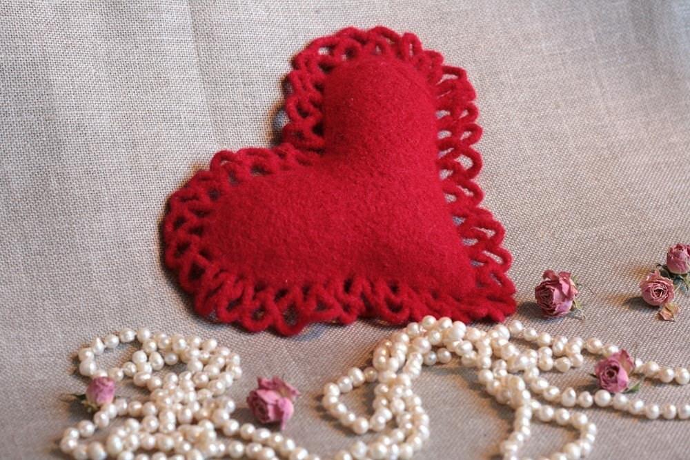 """WARM SOFT HEART Souvenir Pillow 6.1/2"""""""
