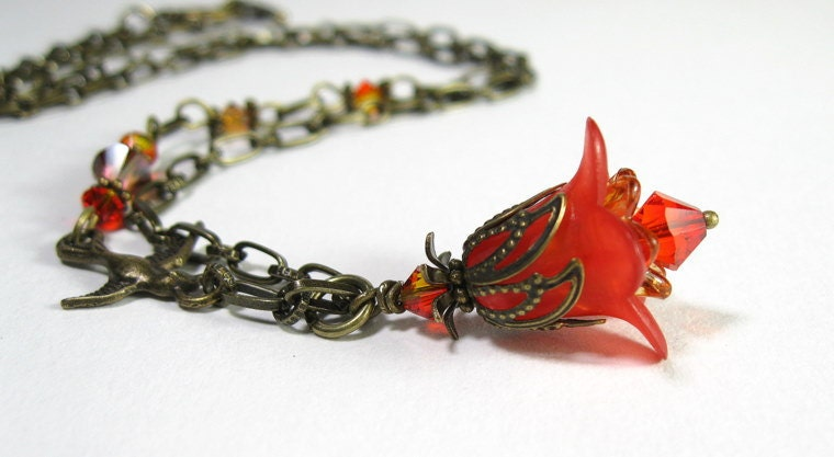 Vintage Style Flower Pendant Necklace in Red