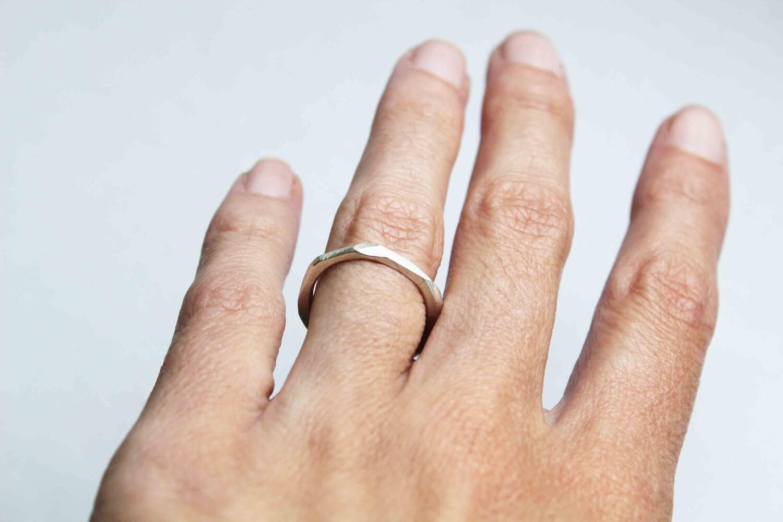 Bague à facettes - anneau faceté texturé en argent 925 réalisée à la main par LucieTales