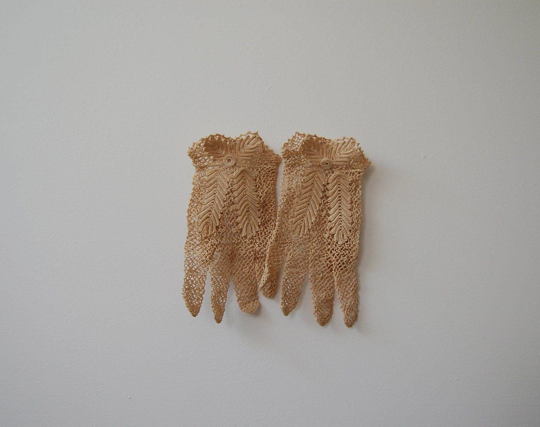 The Janie- Vintage 1930s Ecru Crocheted Fishnet Gloves