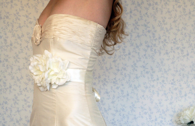White bloom sash