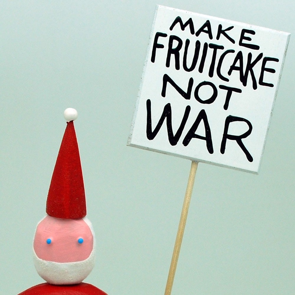 Santas who really love fruitcake speak out