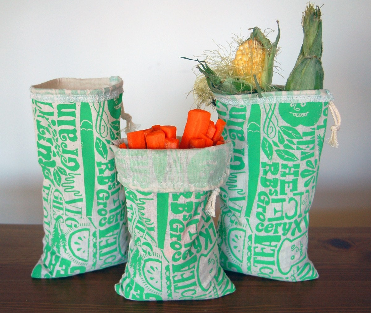 Single Medium Happy Reusable Vegetable Bags in Green