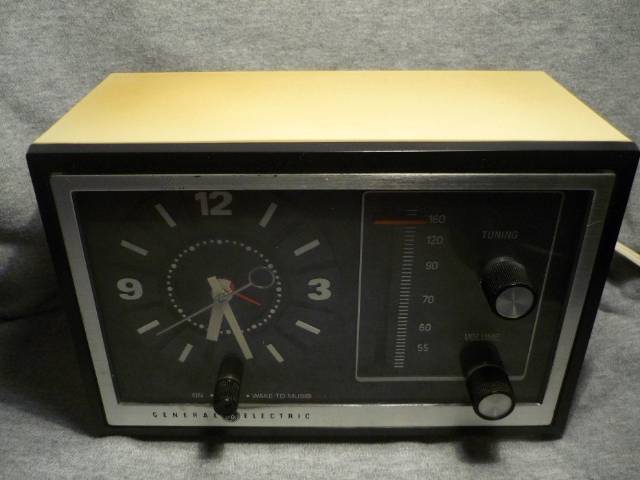 Vintage General Electric AM Radio, Retro GE Alarm Clock, Tested And Working