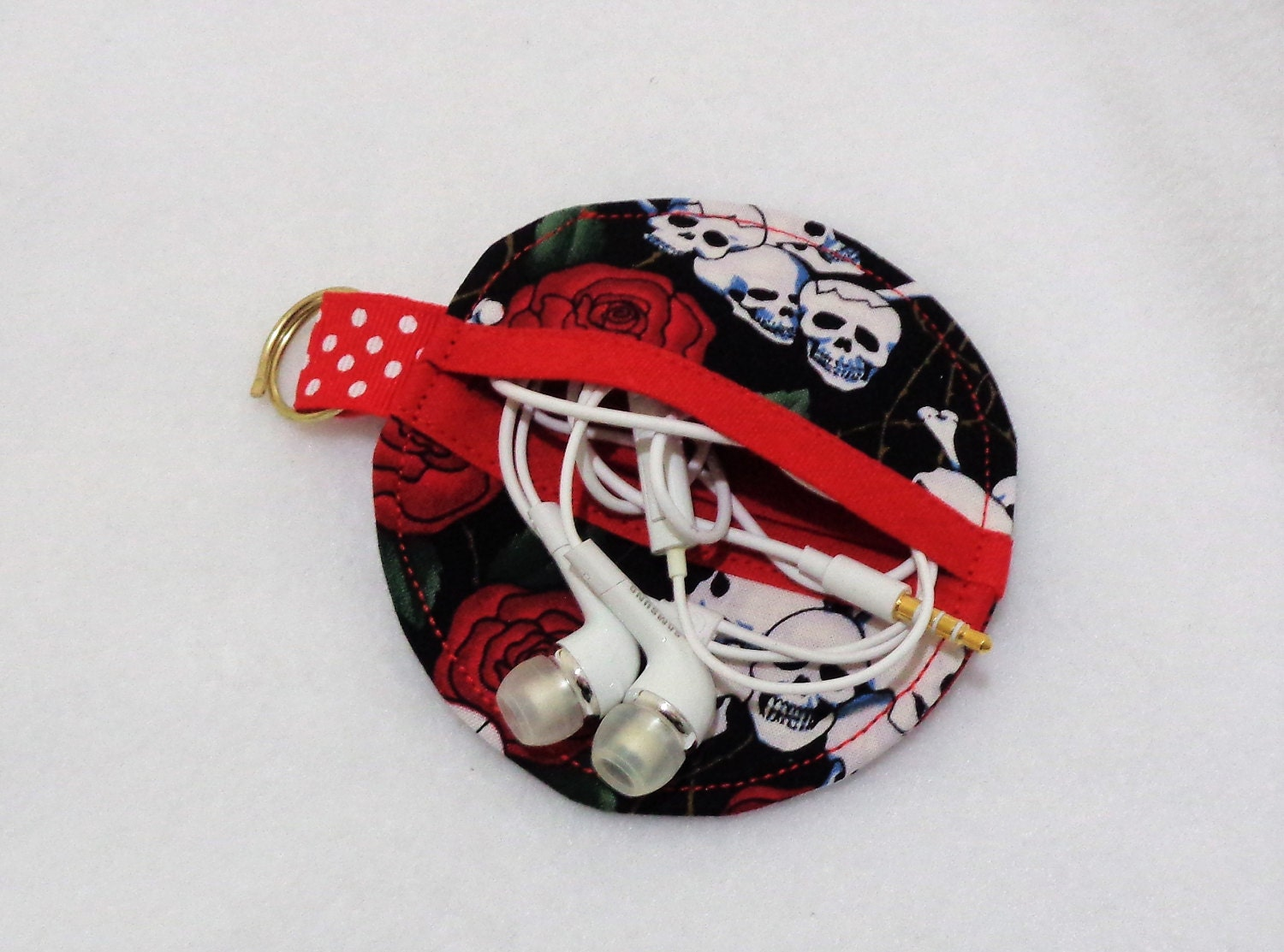Skulls and Roses Design Ear Bud Pouch  Earbuds Protector  Ear Bud Purse  Headphone Holder  Goth Gift  Music Lovers Gift
