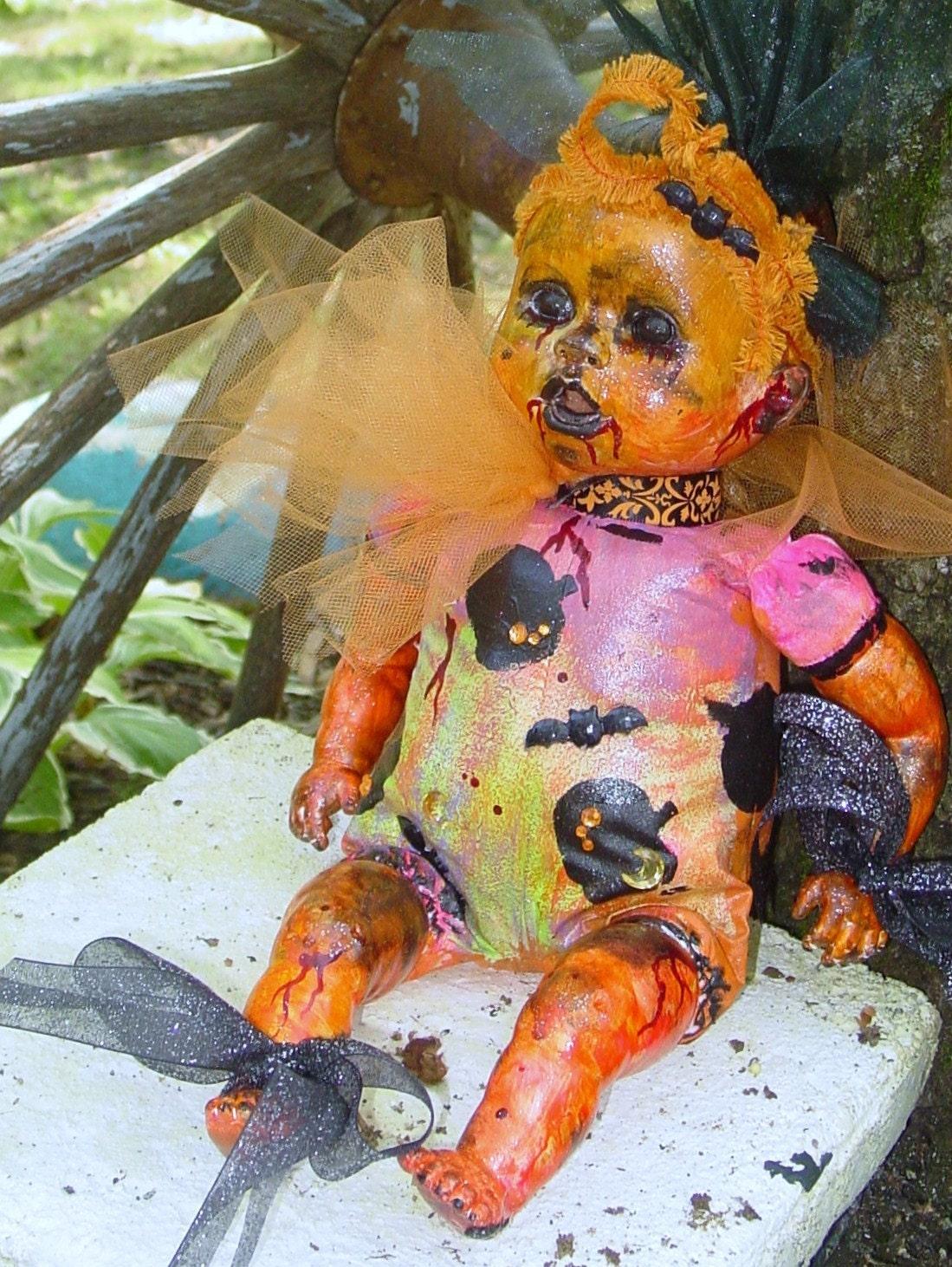 Halloween Handmade mardi grau PUMPLKIN bloody baby/doll GLOWS in the dark
