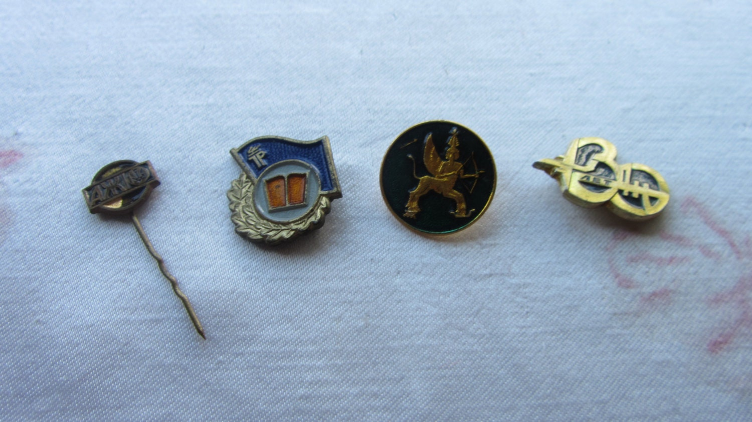 Vintage lot of 4 Collector Push Back and Metal Pins Advertising, Membership, Tra