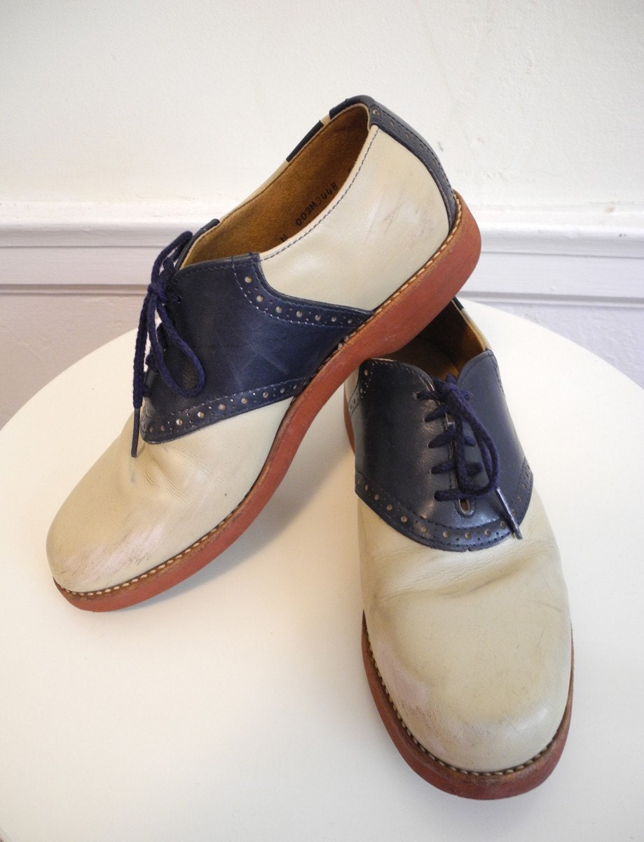 VIntage BASS Saddle Shoes UNIQUE in navy and tan sz. 10