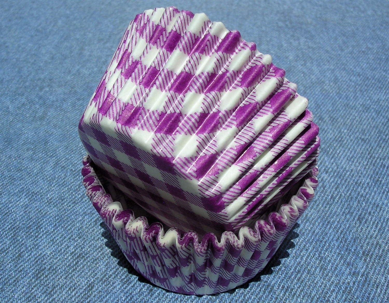 40 gingham cupcake or muffin liners - purple