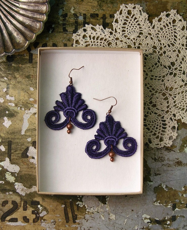 lida lace earrings