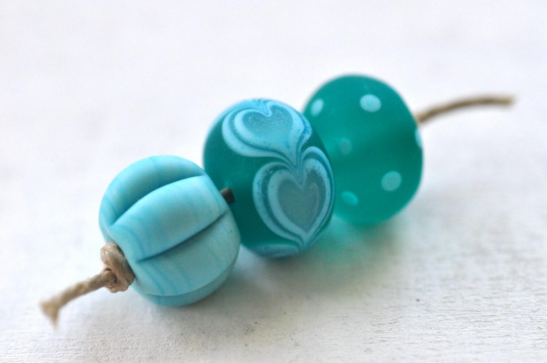 p i n o c e a n handmade lampwork beads set (3) - Blue / teal hearts  -