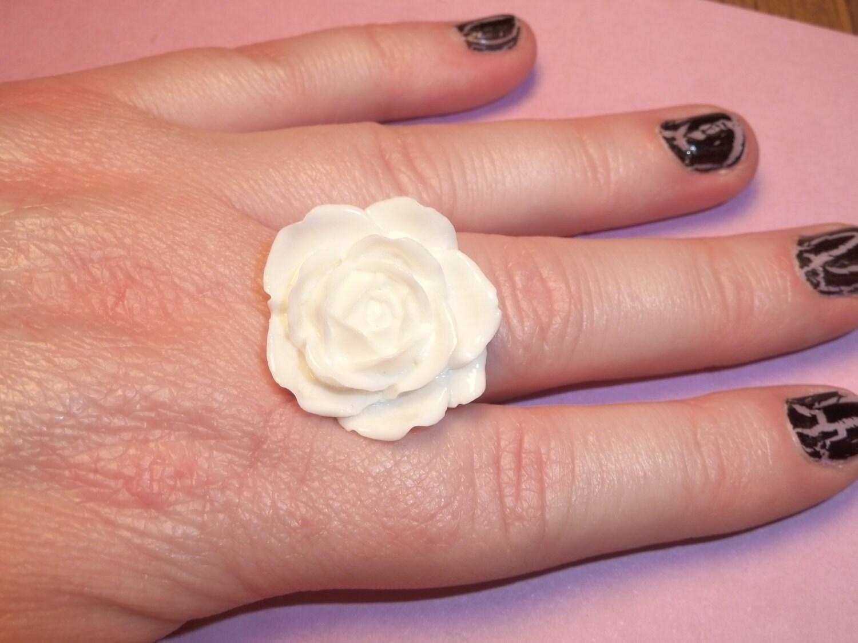 Gorgeous Snow White Rose Ring