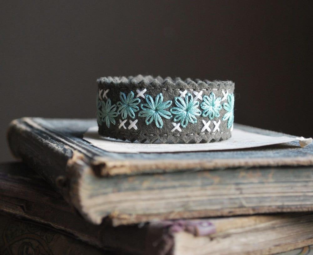 Войлок браслет манжеты рук Вышитые оливковый цвет шерсти войлока с алоэ зеленый и Кот Вышивка любовью Мод