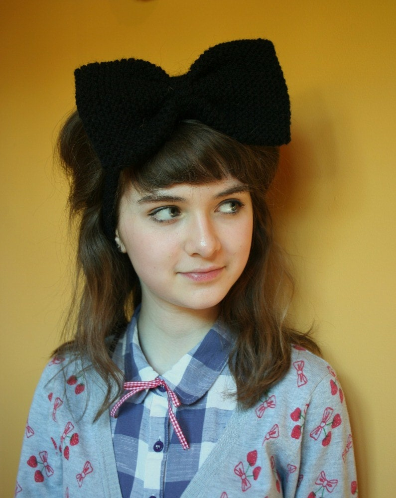 Oversized knitted black hair bow