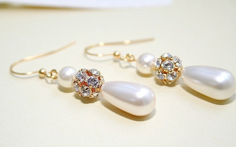 Lucie. Swarovski pearls and rhinestones earrings (gold)