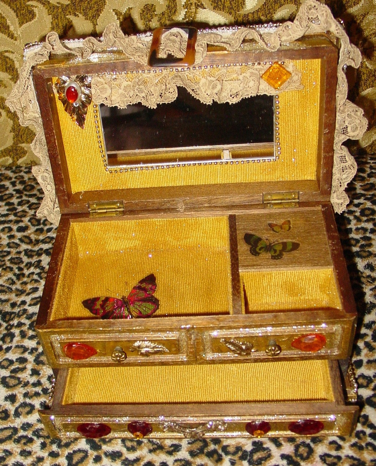 Recycled  KITSCH vintage hardwood jewerly box  by C. Reinke