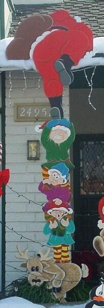 Items similar to elves helping santa to the roof 11 ft - Decoracion navidena exterior ...