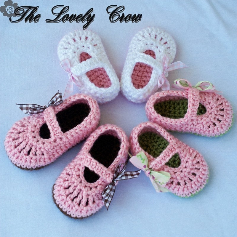 PDF Crochet Pattern for Baby Ribbon MaryJane Booties  by ebethalan