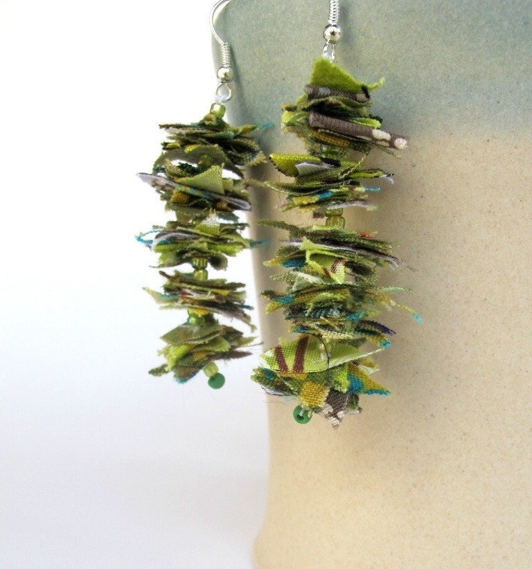 FEATHER LYRICS -Light green- reclaimed fiber earrings-Free shipping from Friday November 19th to Monday 22nd