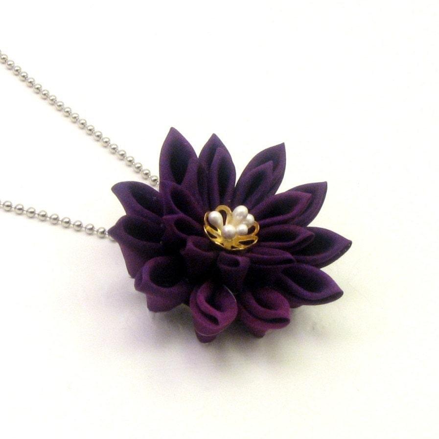 Dark purple Chrysanthemum pendant tsumami kanzashi style