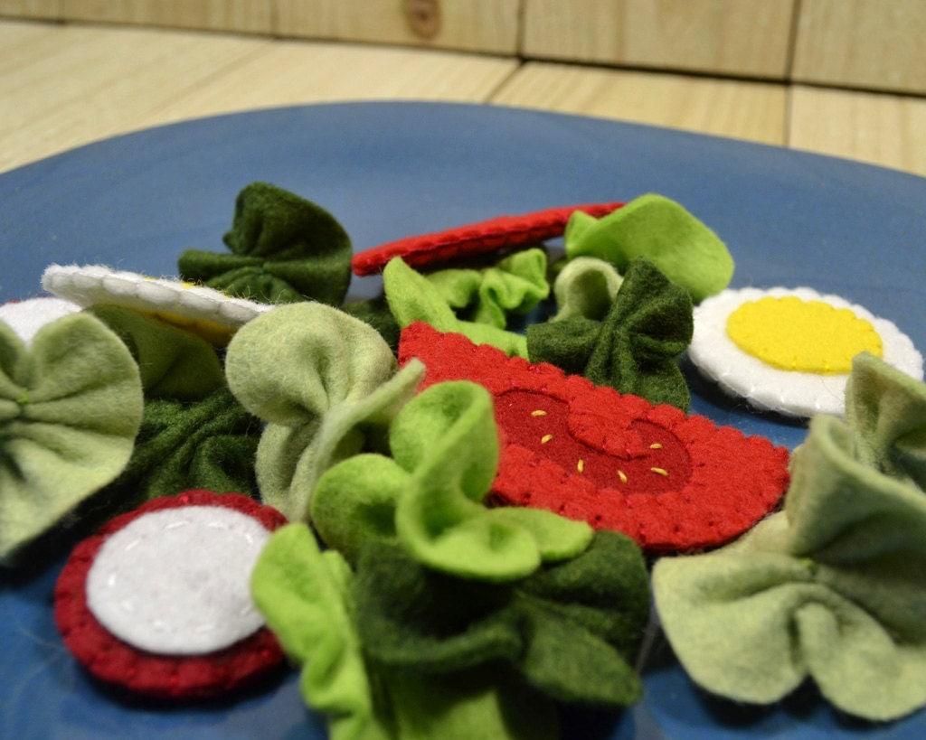 Felt Food Tossed Salad, Play Food Set - FiddledeeDeeCraft