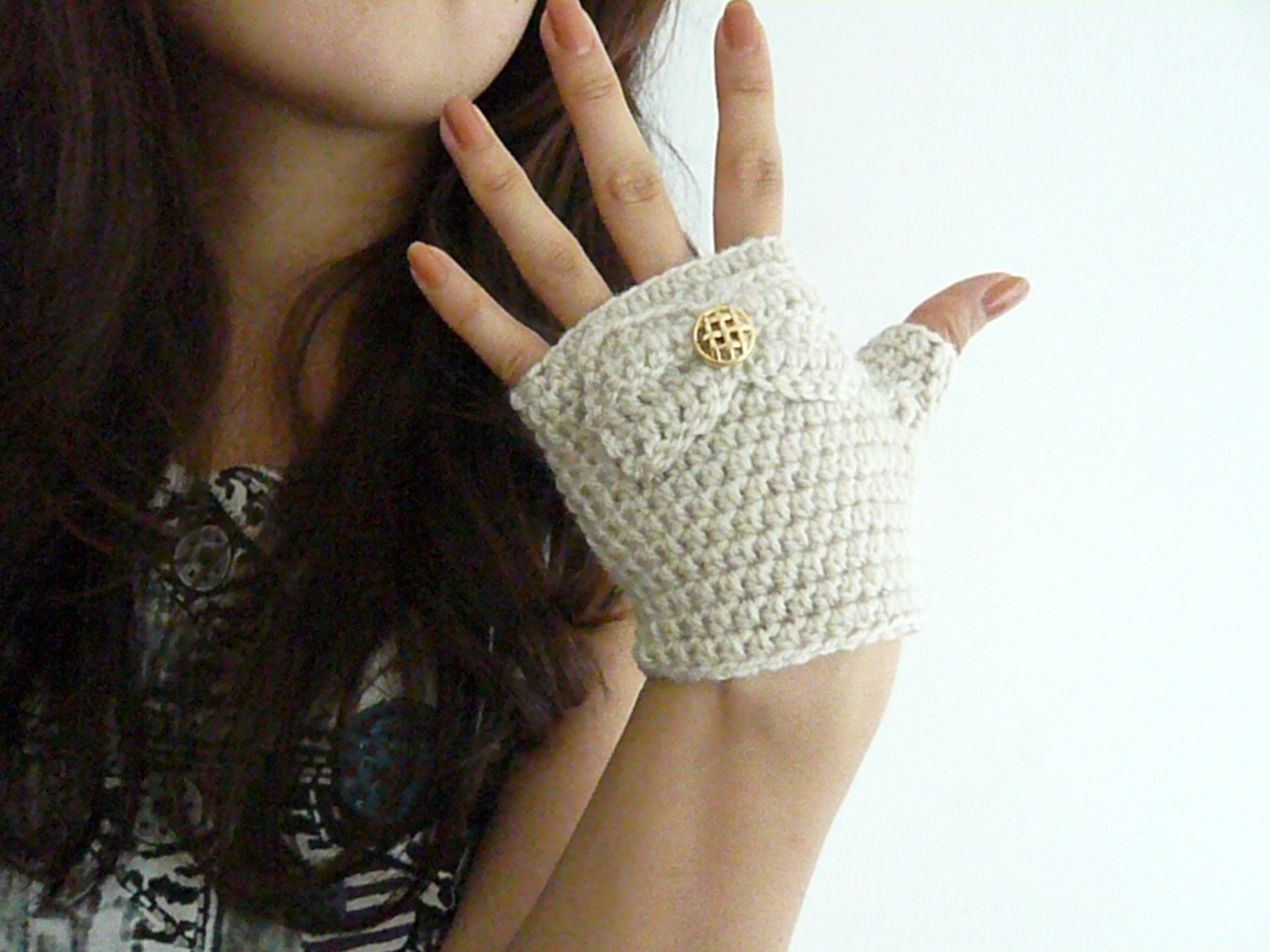 Cream Short Fingerless Mittens with Bow and Button