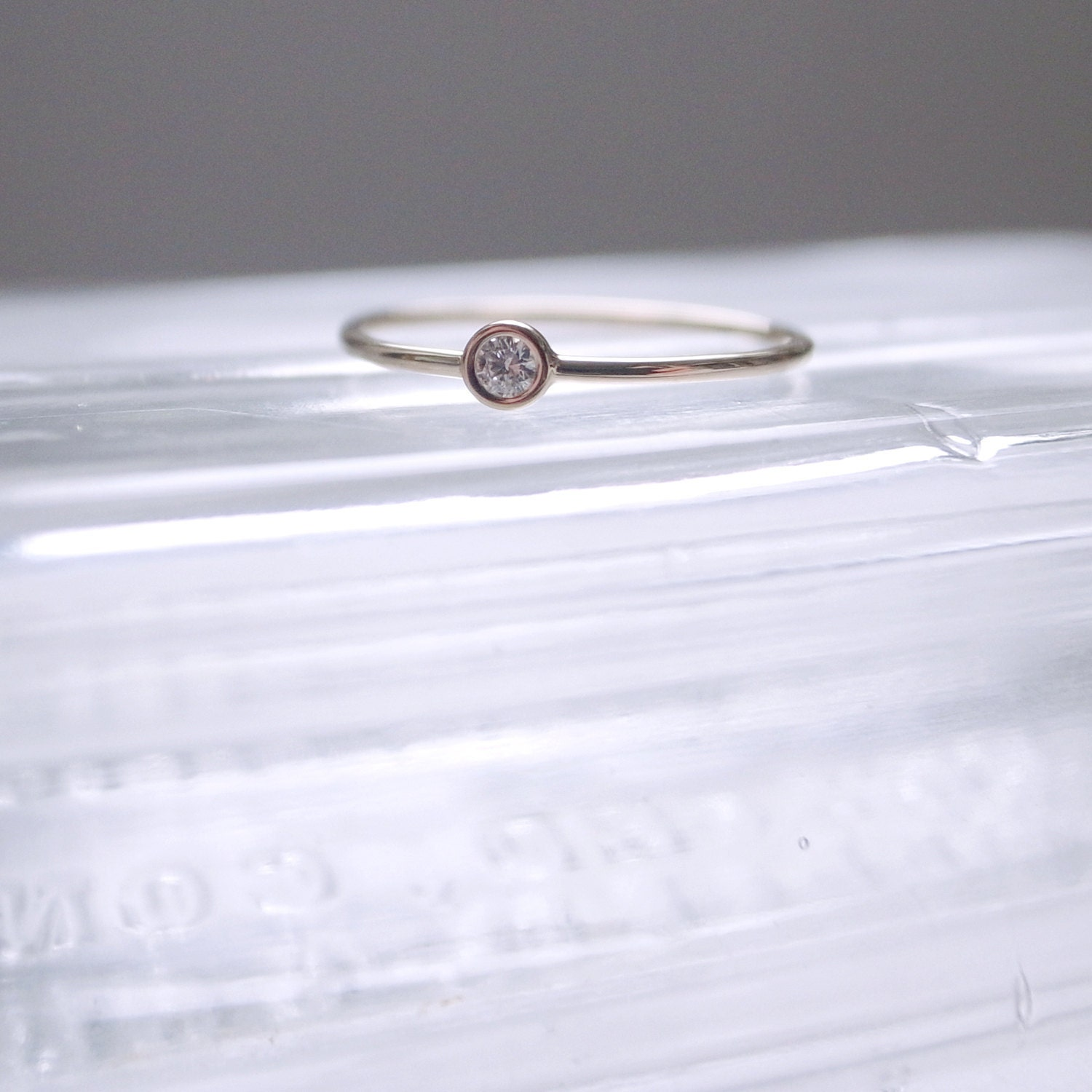 White diamond ring - 14K yellow gold