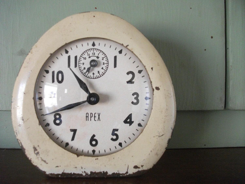 Adorable Vintage Chippy Alram Clock