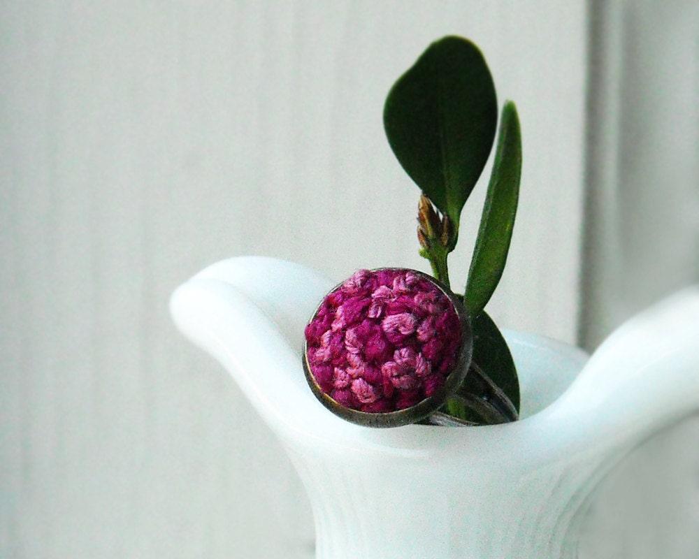 Малина Вышивка Кольцо - пурпурный и светло-розовый с латунь - регулируемая