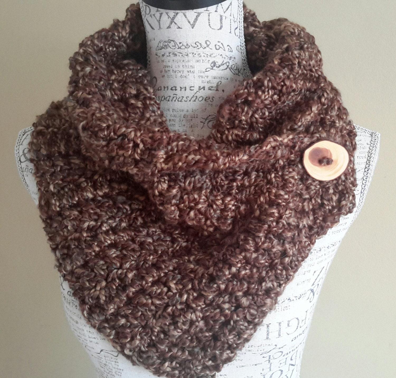 Crochet Button cowl. Katniss inspired. Chunky cowl. by BeadGs