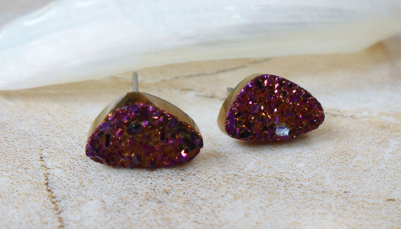 Raw Burgundy Tiny/ Petite Agate Titanium Druzy Triangle Shaped Steel Earring Titanium Posts/ Studs - IsamarML