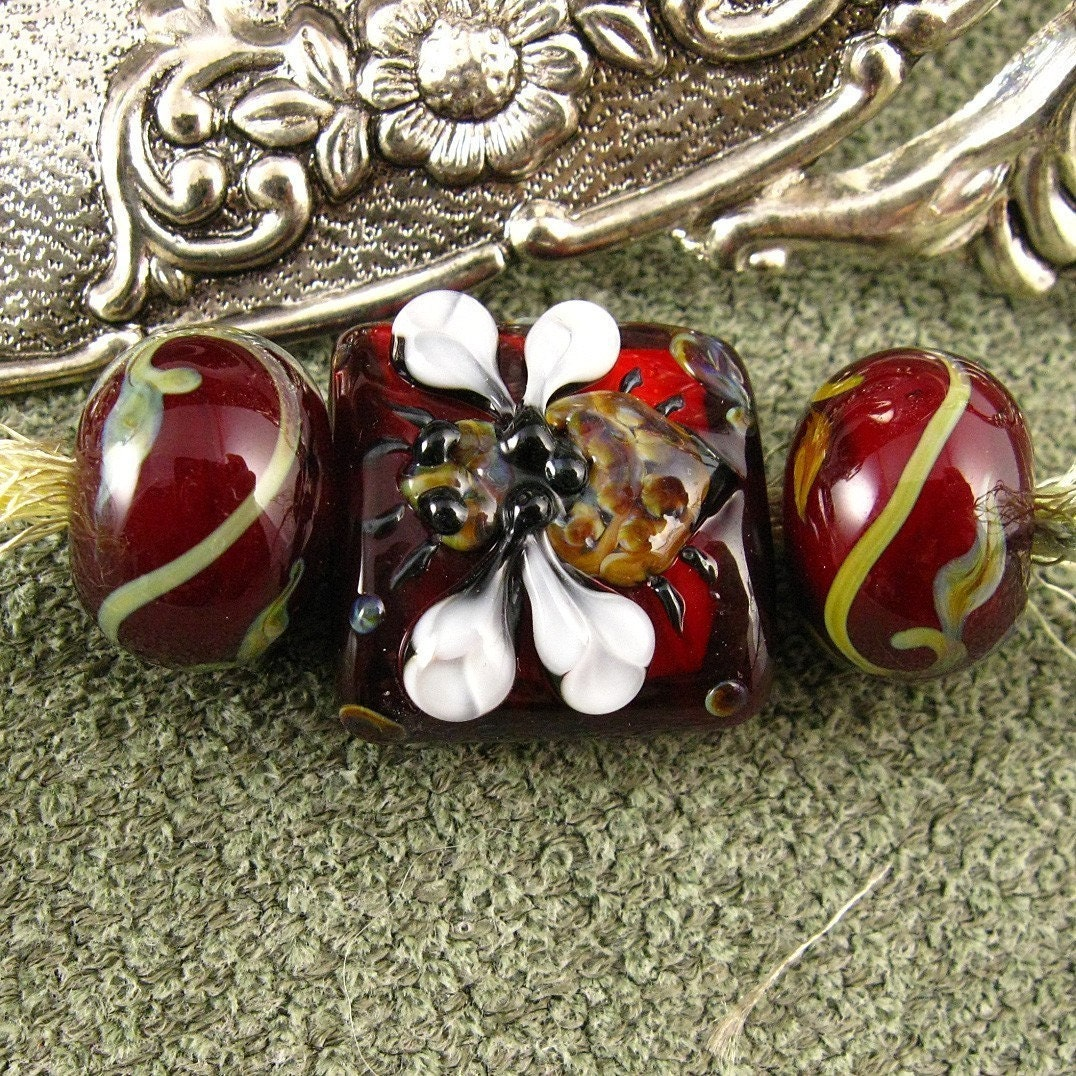 Kerribeads Lampwork Red Tapestry Honeybee Nugget Mini Focal Bead
