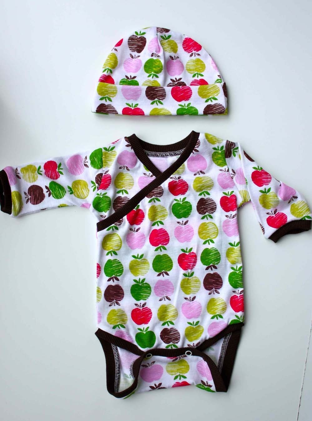 Newborn Apple Kimono Style Onesie and Hat Set by ZaaBerry on Etsy