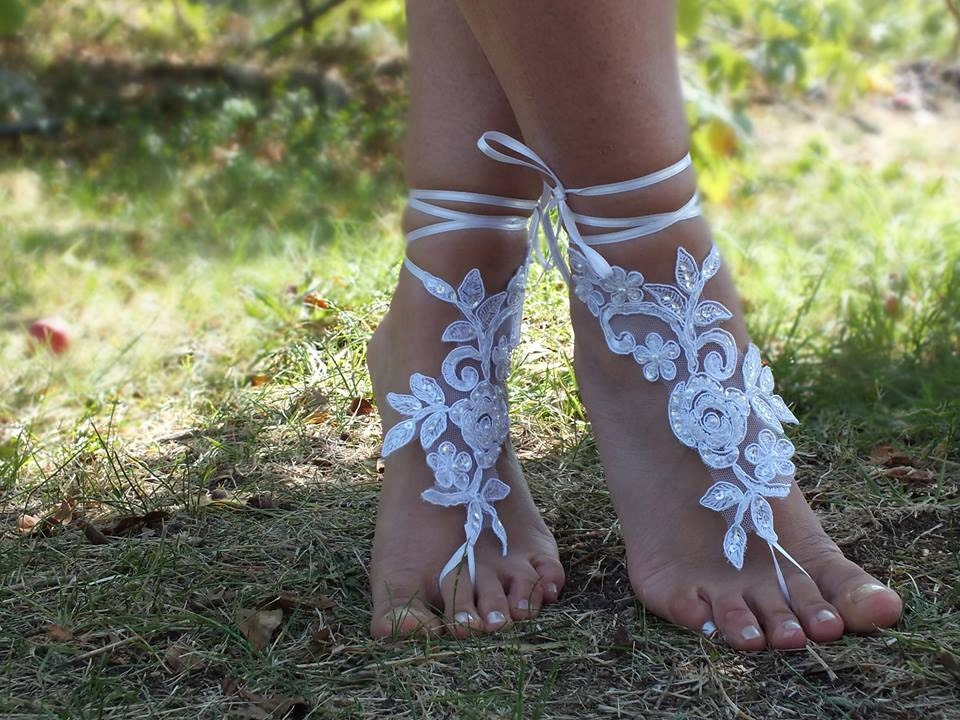 Free Ship bridal bangle,white lace anklet embrodeired flowers, beach wedding barefoot sandals, wedding bangles, anklets, bridal, wedding - JasmneAccessores
