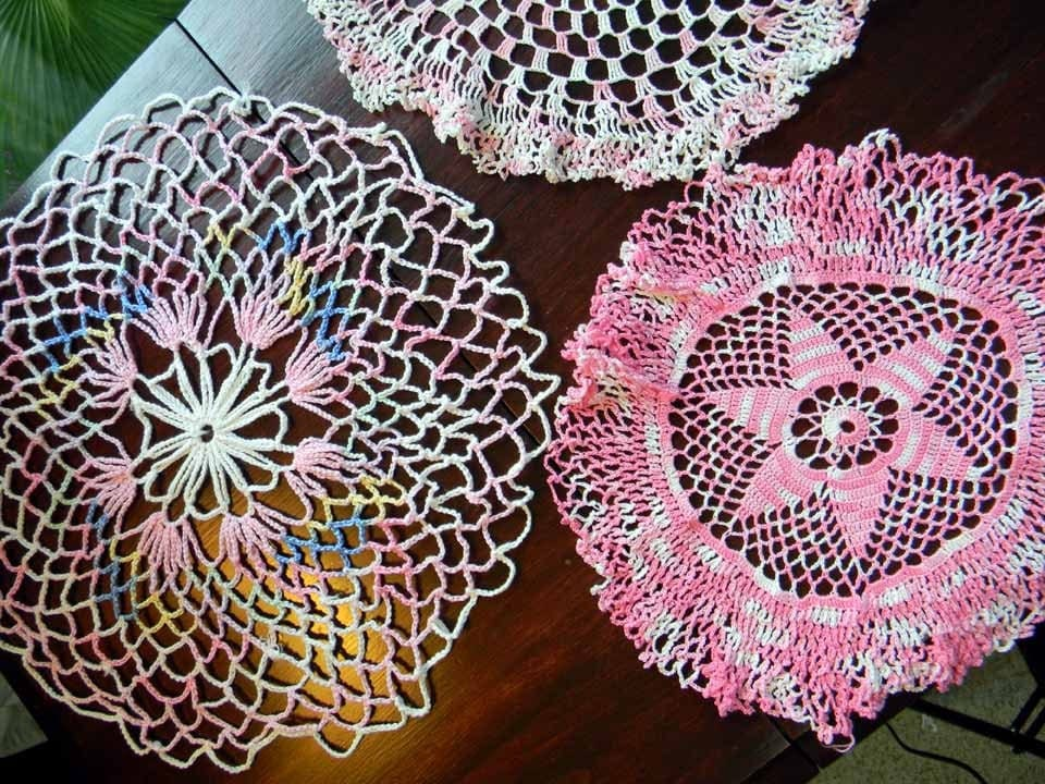 20% OFF MOVING SALE Branca e Pink Doilies Assorted 4080