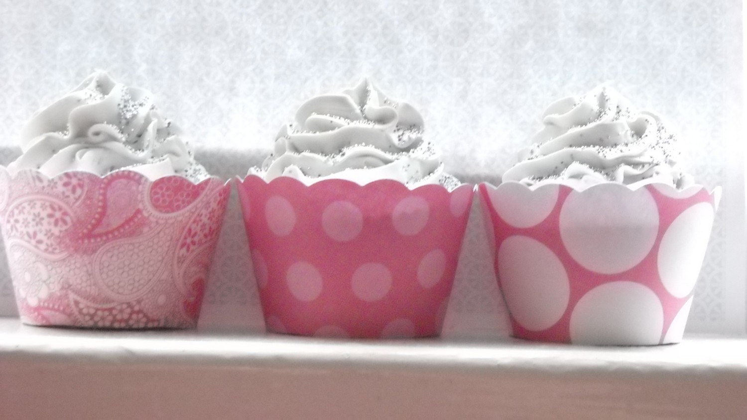Cupcake Wrappers, bright pink - Set of 24