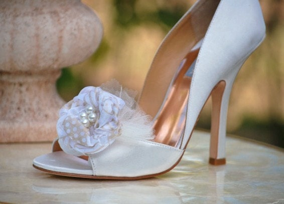 Romance Rosebud Shoe Clips Set by Sofisticata. Couture Bride Bridal Accessory Embellishment Applique Gift for Her, Special Occasion Day Date, High Heels Photo Prop, Feminine Royal Elegant Sophisticated ooak , White Golden Gold Ribbon Pearls Ivory Tulle