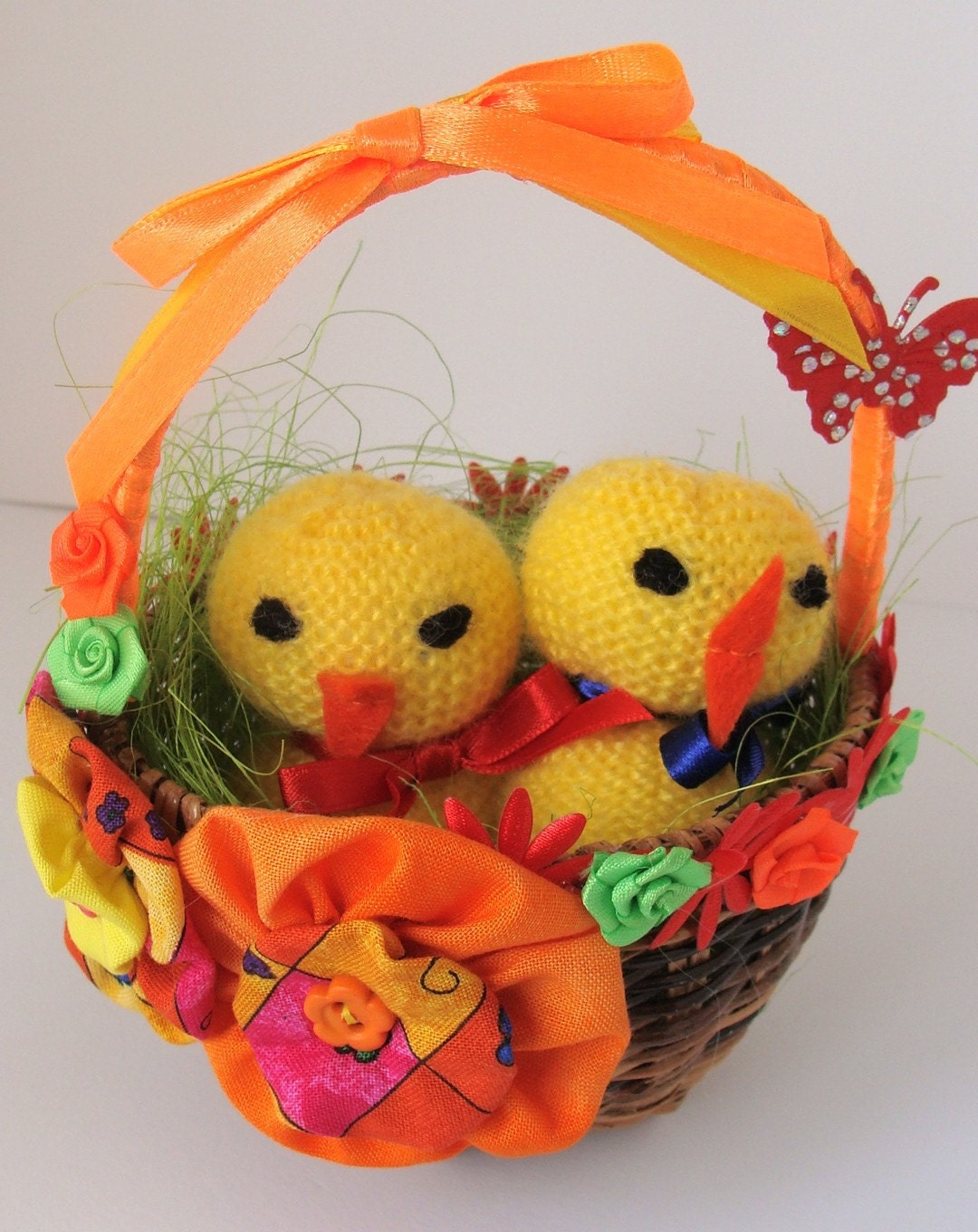 Easter basket decoration with knitted chicks