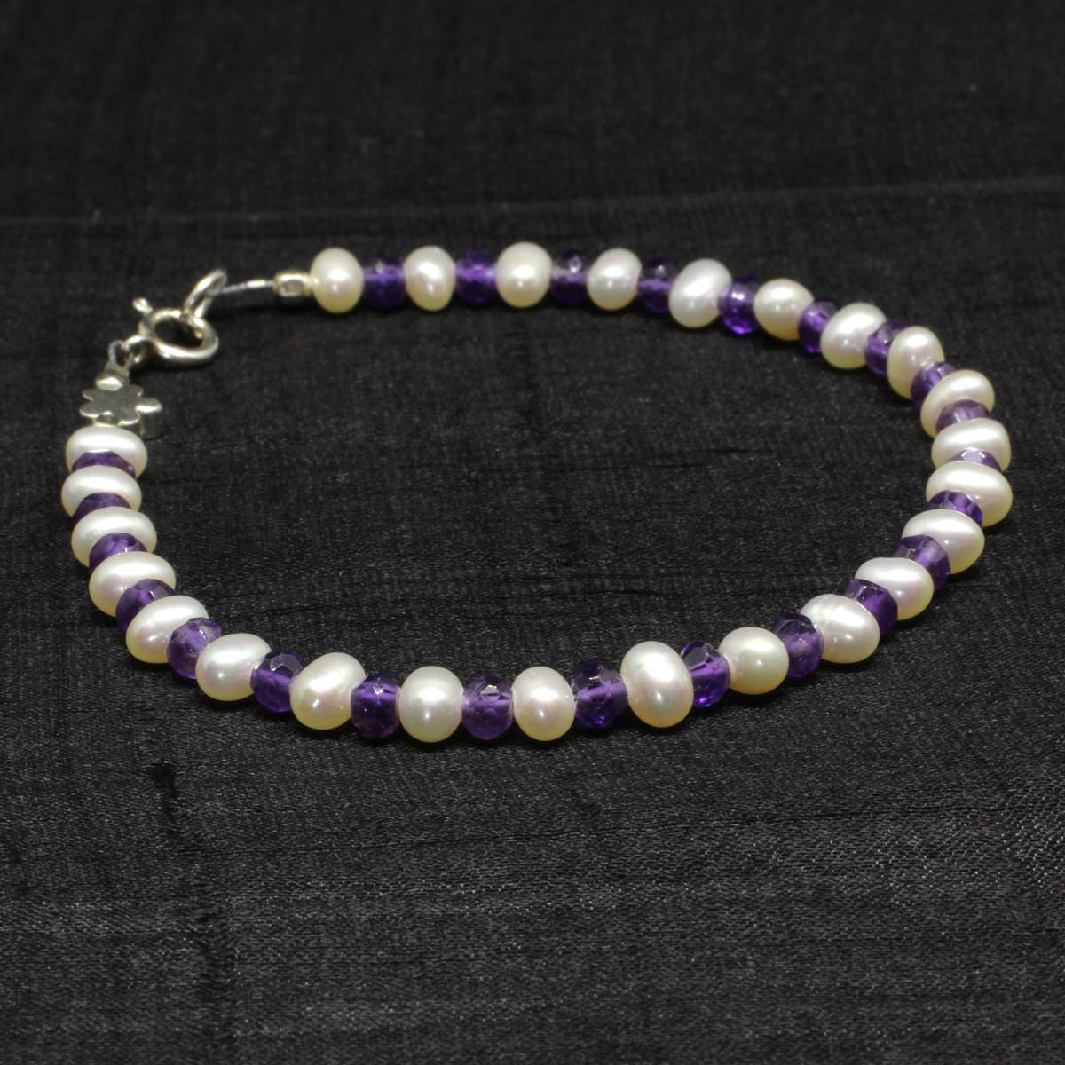 Amethyst bracelet Purple bracelet Pearl bracelet Bridesmaid bracelet Bride Flower girl bracelet Sterling silver Bridesmaid gift