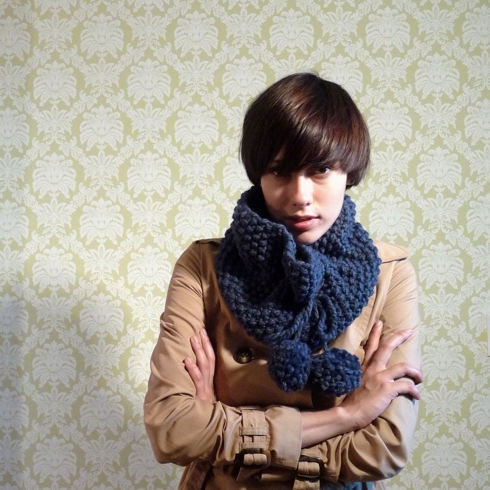the STRATFORD pom-pom moss cowl yarnovermovement