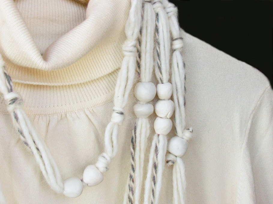 Wool necklace XL white porcelain Balls