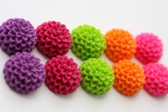 Juicy  Mix 10 pcs Baby Chrysanthemum Cabochon Assortment 15mm