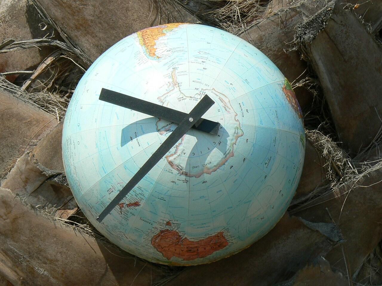 1/2 Globe Clock - Southern Hemisphere