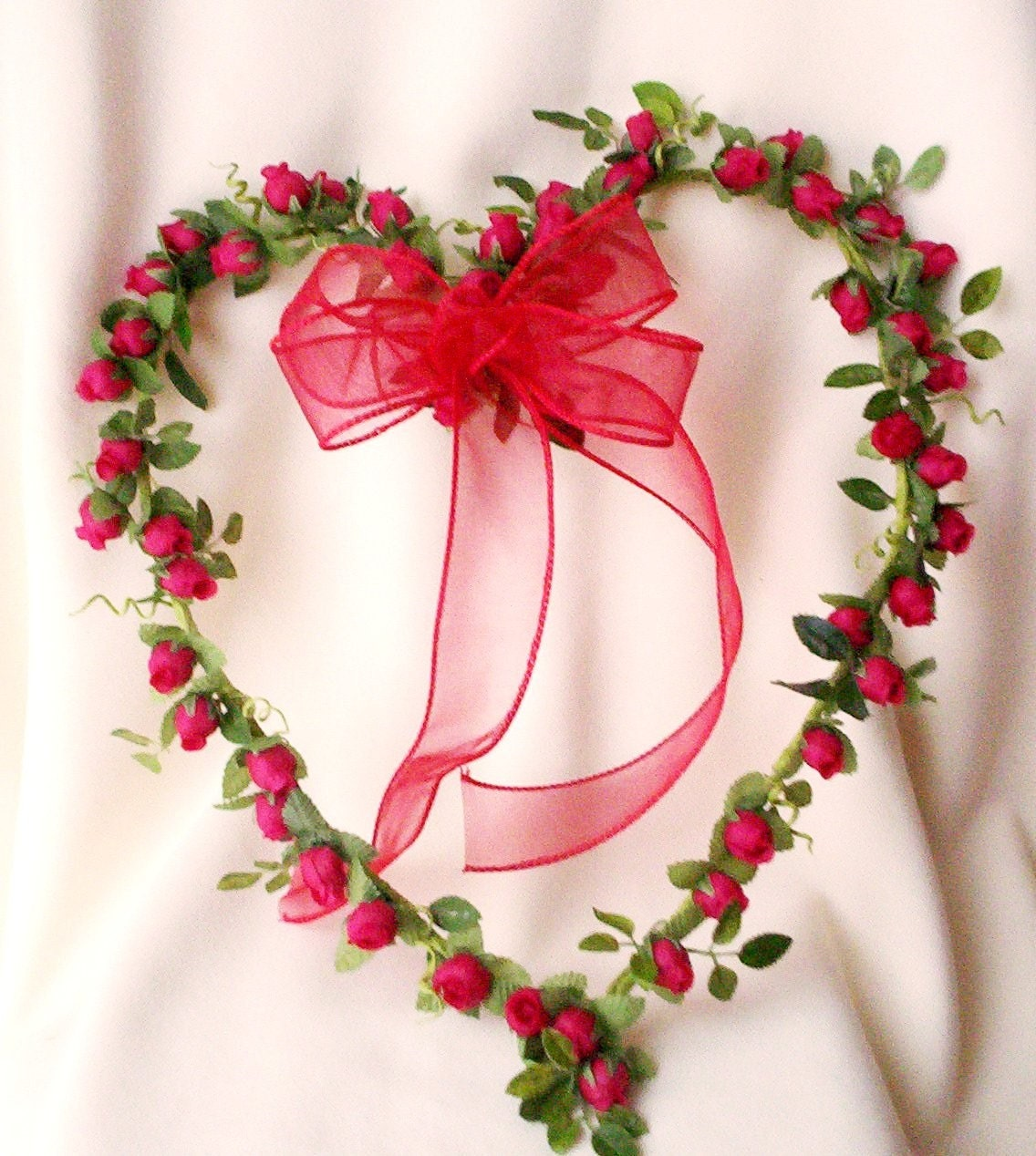 Items similar to home decor red rose heart wreath handmade for Decoration rose